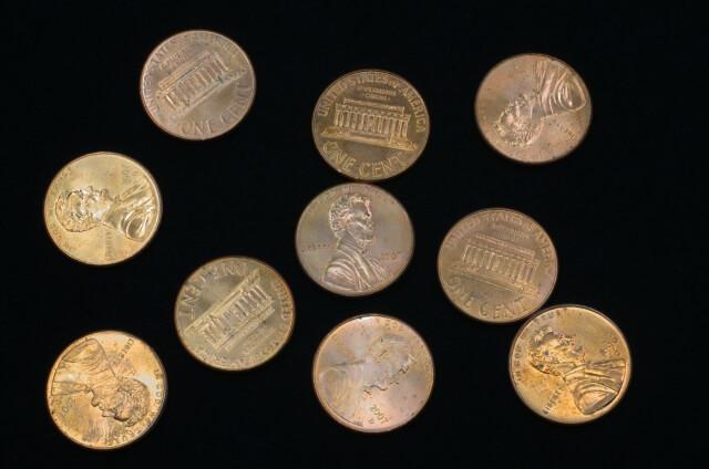 複数置かれたアメリカの記念コイン
