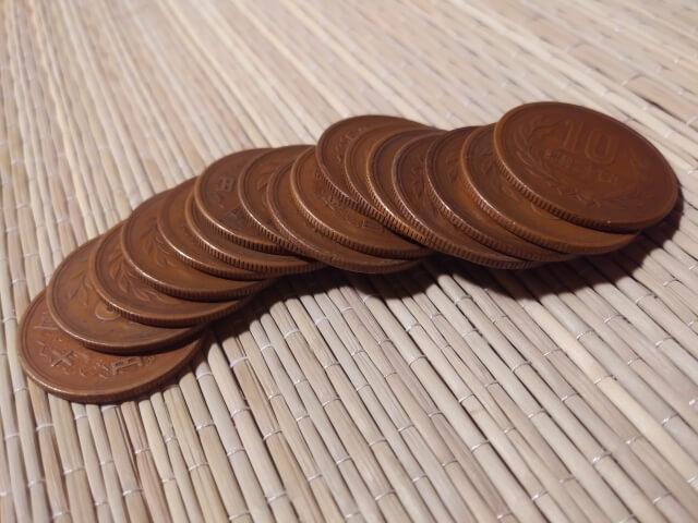 並べられた10円玉