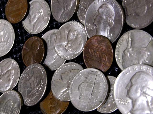 集められた銀貨
